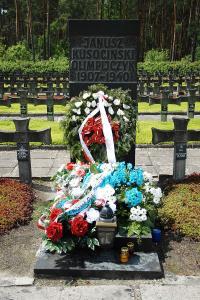 9. Grób Janusza Kusocińskiego na Cmentarzu w Palmirach